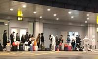 Toàn bộ khách từ nước ngoài về sân bay Vân Đồn mùa dịch COVID-19 đều thực hiện thủ tục nhập cảnh phía ngoài nhà ga.