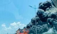 Chiếc xe khách bốc cháy khi lưu thông trên QL1A đoạn qua Thanh Hóa trưa 20/6 vừa qua.
