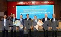 Ông Lê Trường Giang (thứ 3 từ trái sang) được bầu tham gia HĐQT với thời hạn 5 năm.