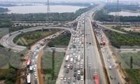 Cao tốc Pháp Vân - Cầu Giẽ thường xuyên ùn tắc mỗi dịp cuối tuần, lễ tết. Ảnh: Như Ý.