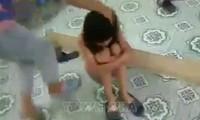 Nữ sinh lớp 9 ở Hưng Yên bị bạn 'đánh hội đồng' giữa lớp. Ảnh: Internet