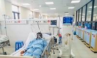 Nam bệnh nhân bị sốt mò đang được điều trị tại Bệnh viện Đa khoa tỉnh Hòa Bình. Ảnh: BV cung cấp