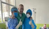 Bệnh nhân phi công tâm sự với bác sĩ về hoàn cảnh gia đình