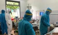 Điều trị cho bệnh nhân mắc COVID-19 tại Bệnh viện Đa khoa TƯ Bắc Quảng Nam. Ảnh: TS - BS Lương Quốc Chính