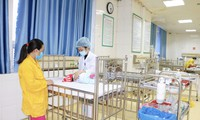 Khoa Cấp cứu, Hồi sức tích cực và Chống độc thường xuyên tiếp nhận điều trị cho trẻ nhập viện trong tình trạng nguy kịch. Ảnh: Bệnh viện cung cấp