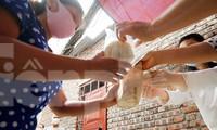 Những tấm bánh tình người ở 'xóm chạy thận' trong mùa COVID-19