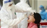 Quận Đống Đa lấy mẫu xét nghiệm PCR cho gần 2000 người dân từ Đà Nẵng về
