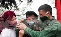 Tân binh huyện Mèo Vạc, Hà Giang xúc động chia tay người thân lên đường nhập ngũ