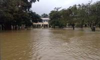 Mưa lũ làm nhiều trường học tại TT-Huế bị ngập sâu, khiến hơn 1.000 học sinh phải nghỉ học trong ngày 10/12