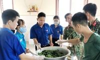 Đoàn viên thanh niên 'vào bếp' hỗ trợ cấp dưỡng cho hàng trăm người cách ly