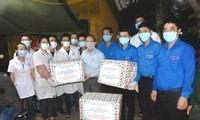 Chủ tịch UBND tỉnh Phan Ngọc Thọ, Bí thư TỈnh Đoàn Trần Gia Công thăm, động viên ĐVTN tình nguyện trên tuyến đầu phòng chống Covid-19