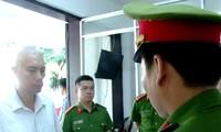 Đọc lệnh bắt tạm giam ông Trần Quốc Đạt.