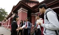 Theo hướng dẫn của Sở GD&ĐT tỉnh TT-Huế, các trường THPT tự chuyển hồ sơ dự thi của học sinh về trường mà học sinh đã được trúng tuyển, nhằm hạn chế tụ tập đông người. Ảnh: Fulbright
