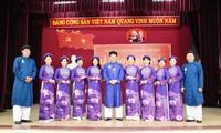 Toàn bộ cán bộ, lãnh đạo, nhân viên khối cơ quan Văn phòng Sở Văn hóa - Thể thao tỉnh TT-Huế đều mặc trang phục áo dài truyền thống đến cơ quan làm việc trong ngày đầu tuần.