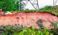 Để xảy ra việc cày ủi, đào bới đất làm nơi chôn cất cạnh móng trụ điện và ngay dưới đường dây cao áp 500kV như thế này, Truyền tải Điện TT-Huế không phải chịu trách nhiệm gì?