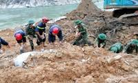 Lực lượng chức năng tỉnh TT-Huế đang tính phương án nắn sông Rào Trăng để tìm kiếm 12 người mất tích do sạt lở đất tại thủy điện Rào Trăng 3.