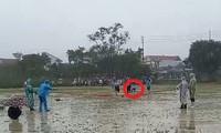 Nội dung thi đấu ngoài trời tại Hội khỏe Phù Đổng huyện Phú Lộc năm 2020 diễn ra trong điều kiện nhiệt độ xuống thấp, rét đậm, mưa dầm. Ảnh: Thanh Niên