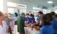 2000 chiếc khẩu trang được phát miễn phí tại Bệnh viện Đa khoa Quảng Nam. ảnh N. H