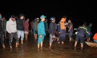 Các lực lượng chức năng đang tìm kiếm nạn nhân còn lại vụ lật thuyền