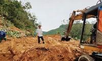 Sạt lở trên tuyến đường biên giới huyện Tây Giang, Quảng Nam. ảnh CTV