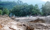 Mưa lớn, lũ ống và sạt lở liên miên tại huyện miền núi Nam Trà My, Quảng Nam.