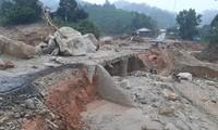 Nhiều tuyến đường huyện Phước Sơn hư hỏng nặng sau bão lũ.