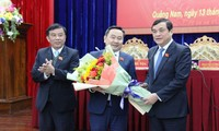 Ông Nguyễn Công Thanh (giữa) là tân Phó Chủ tịch HĐND tỉnh Quảng Nam.