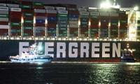"""""""Giải cứu kênh đào Suez"""": Tàu Ever Given """"đã được giải phóng"""", nhưng… vẫn kẹt, vì sao vậy?"""
