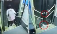 Mắc chân vào cửa xe buýt, nữ sinh bị kéo lê trên đường một đoạn dài, kết quả rất bất ngờ