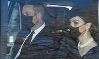 William - Kate đến tang lễ Hoàng thân Philip: Kate lại dùng phụ kiện thể hiện sự đoàn kết