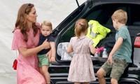 Các nhóc tì nhà William - Kate làm gì khi đi shopping mà mẹ Kate được khen khéo dạy con?