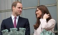 """Tiết lộ câu hỏi của Kate trước đông người khiến William """"lo lắng"""": """"Anh yêu em bao nhiêu?"""""""