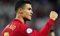 """Cơn mưa lời chúc mừng gửi tới Cristiano Ronaldo với loạt kỷ lục trong """"trận chung kết sớm"""""""
