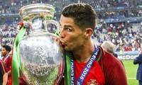 """Rất nhanh trên sân bóng nhưng Cristiano Ronaldo """"chậm"""" trên mạng, giờ mới mừng thành tích"""