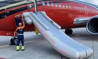 """Sắp thi đấu với Hà Lan, đội tuyển CH Séc gặp """"chướng ngại vật"""" vì lỗi oái oăm của máy bay"""
