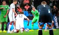"""Trước khi Đức gặp Anh, người hâm mộ đội tuyển Đức nhắc lại pha đá phạt """"tệ chưa từng thấy"""""""