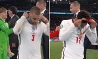 Đội tuyển Anh bị chỉ trích vì hành động tháo huy chương bạc, cầu thủ vẫn đeo thì nói gì?