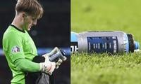 Tại sao thủ môn Jordan Pickford của Anh có chai nước in đầy tên các cầu thủ đội tuyển Ý?