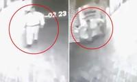 """Colombia: Camera an ninh ghi lại cảnh nhân viên bảo vệ bị """"kẻ vô hình"""" tấn công"""