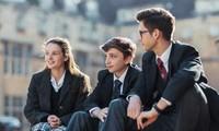 """Thầy giáo ở Anh bị đình chỉ vì gọi học sinh là """"vô dụng"""", nhưng phụ huynh lại ủng hộ thầy"""