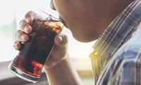 Thanh niên 22 tuổi ở Trung Quốc uống 1,5 lít nước ngọt trong 10 phút, chịu hậu quả nặng nề