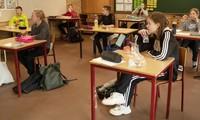 Học sinh Đan Mạch trở lại trường