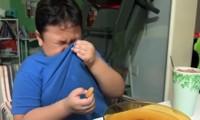 Cậu bé bật khóc khi được ăn McDonald's