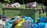 Người giúp việc cãi cọ, đuổi đánh chủ, vứt luôn con gái 8 tháng tuổi của chủ vào thùng rác