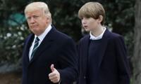 """Ai cũng bảo Barron - """"giai út"""" của Tổng thống Trump - là """"mini Donald Trump"""", tại sao vậy?"""