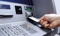 """Cái kết """"đắng"""" cho người nhặt được thẻ ATM, lại còn đoán trúng cả mã số để rút được tiền"""