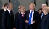 Sự cố hàng ghế đầu đâu chỉ của các sao, Tổng thống Trump từng có pha xử lý khó đỡ thế này