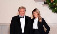 Tổng thống Trump và Phu nhân chụp ảnh mừng Giáng Sinh, cư dân mạng nhận ra điều đặc biệt