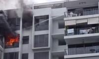Những người hàng xóm của năm: Thấy hỏa hoạn cũng không bỏ chạy mà cố xịt nước vào đám cháy