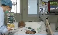 Nặn mụn từ lần này sang lần khác, một người bị biến chứng viêm phổi kép, xẹp cả 2 bên phổi